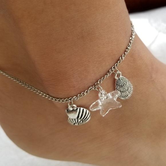 Meeko & Co Jewelry - Silver chained anklet w/2 shell & Swarovski charms